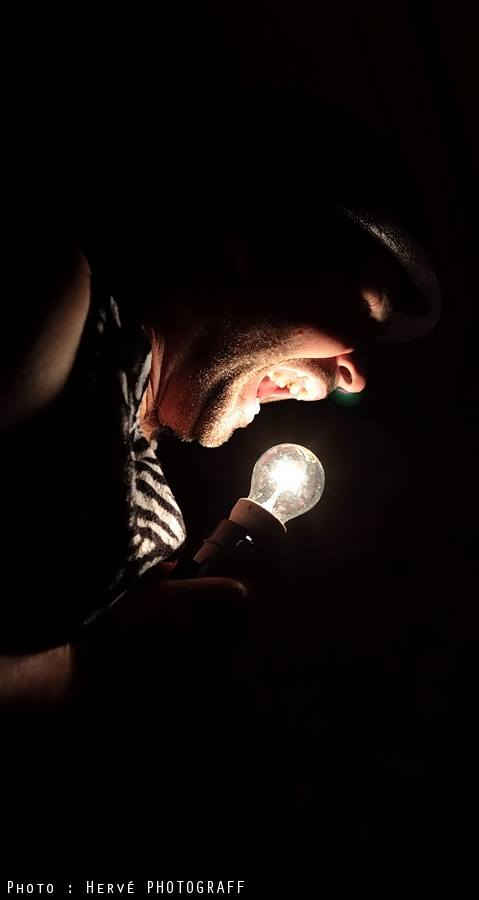 Ian Freaks et ampoule