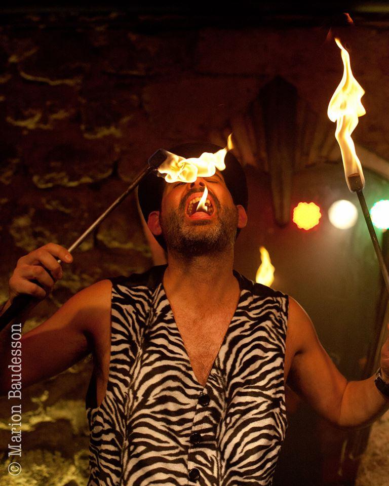 Ian Freaks torche en feu